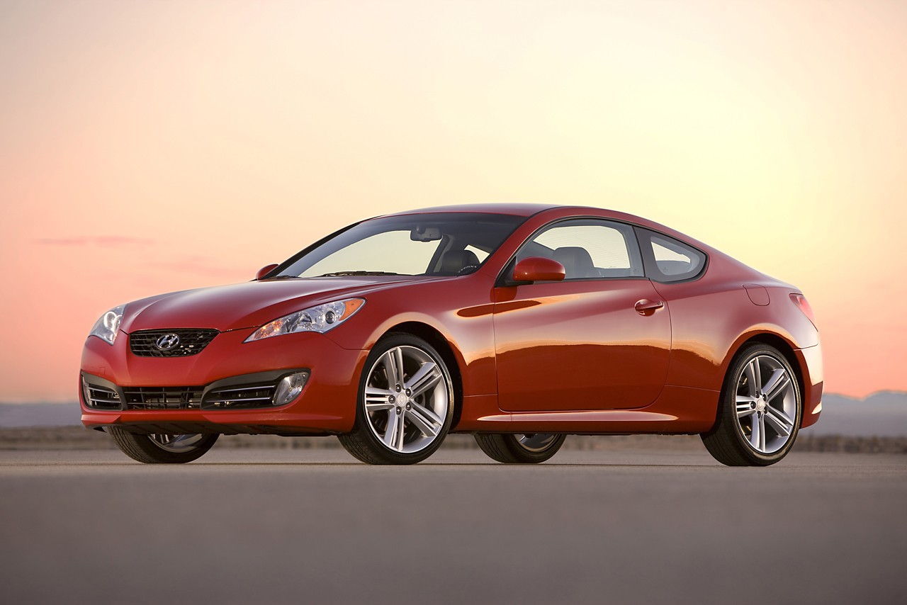 hyundai genesis coupe versus nissan 370z. Black Bedroom Furniture Sets. Home Design Ideas