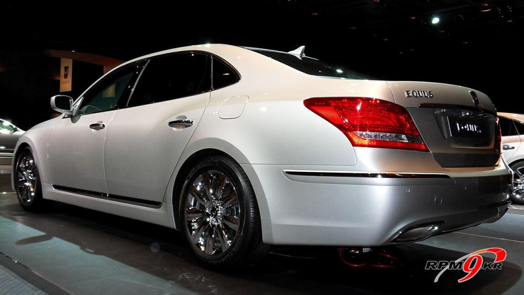 pics aplenty hyundai equus luxury sedan. Black Bedroom Furniture Sets. Home Design Ideas