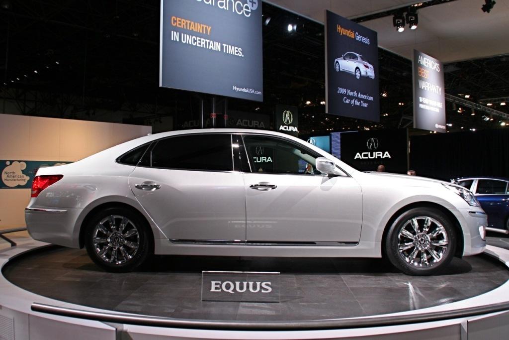 2011 Hyundai Equus: 2008 Benz S550:
