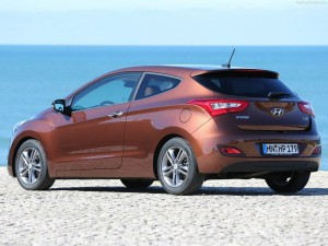 brow i30 3 door 300x225 Hyundai i30 3 Door Hatchback Review   New Design Provides Sportier Look