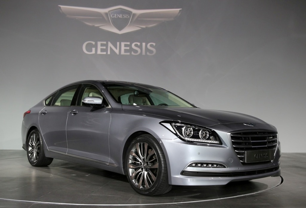 2015 hyundai genesis gets htrac all wheel drive photos. Black Bedroom Furniture Sets. Home Design Ideas