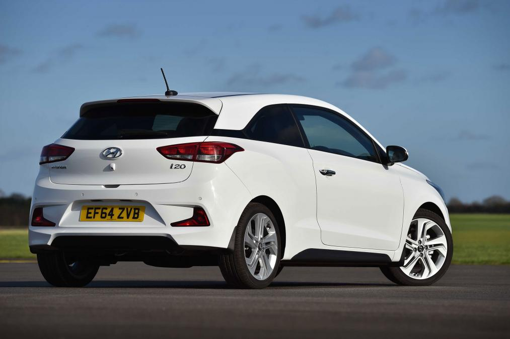 uk 2015 hyundai i20 coupe on sale date pricing specs revealed. Black Bedroom Furniture Sets. Home Design Ideas